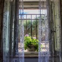 Camera Glicine la finestra
